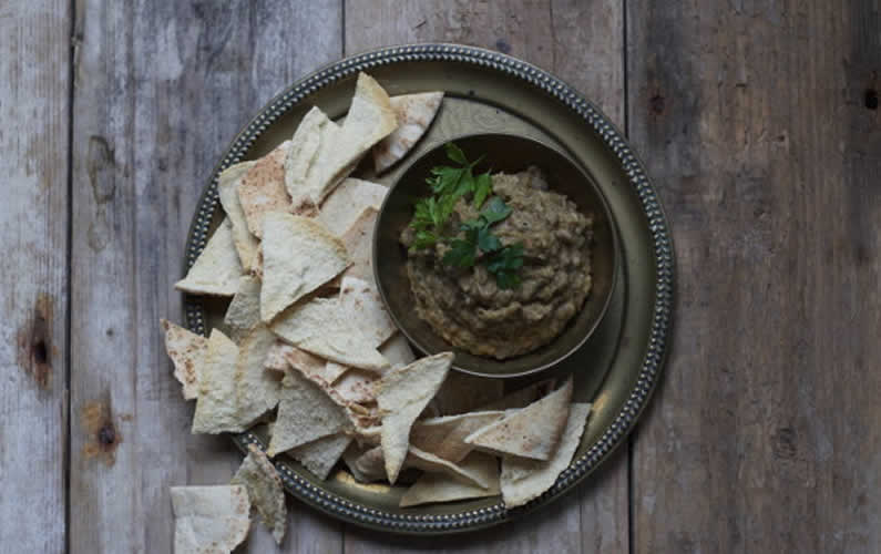 Camelina Baba Ganoush with pitta bread dip
